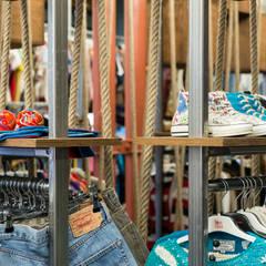 BOUTIQUE DOCKS CAVIAR, BORDEAUX: Locaux commerciaux & Magasins de style  par Audrey Boey