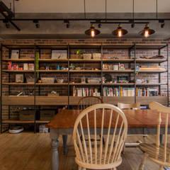 Phòng ăn by 珞石設計 LoqStudio