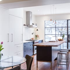 Bright and Modern Kitchen - Merrill Ave:  Kitchen by STUDIO Z
