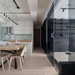 東京中城 蔡宅:  餐廳 by 思維空間設計