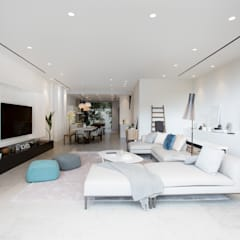 Grigio Cosmo:  Living room by Sensearchitects_Limited
