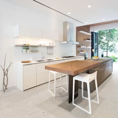 Grigio Cosmo:  Kitchen by Sensearchitects_Limited, Minimalist