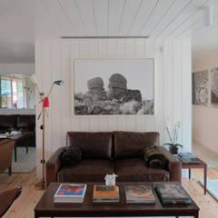 Casa do Rio: Salas de estar  por Menos é Mais - Arquitectos Associados,Moderno
