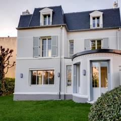 Rénovation d'une maison traditionnelle à Enghien-les-Bains: Maisons de style de style Classique par Archionline