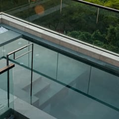 Roof Top Swimming Pool:  Pool by Sensearchitects_Limited