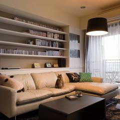 Living room by 思維空間設計  ,