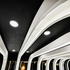 商空 │ ONE car's coating:  汽車交易商 by 匯羽設計 / Hui-yu Interior design