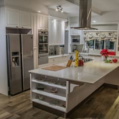 Cocinas de estilo  por Ergo Designer Kitchens and Cabinetry
