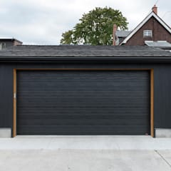 Scandinavian Inspired Garage and Sauna:  Garage/shed by STUDIO Z