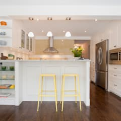 Shaker Style Kitchen Renovation - Hidden Trail:  Kitchen by STUDIO Z,