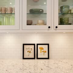Shaker Style Kitchen Renovation - Hidden Trail:  Kitchen by STUDIO Z,Modern