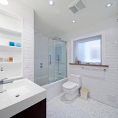 Bathroom and Laundry Room Modern bathroom by STUDIO Z Modern