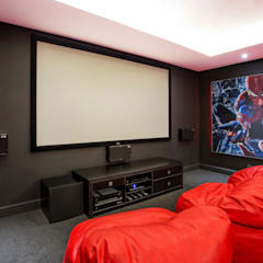 ULTRA MODERN RESIDENCE:  Media room by FRANCOIS MARAIS ARCHITECTS