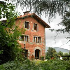 Casa Rural: Ventanas de estilo  de Pedro
