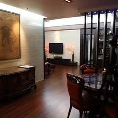 Living room by Daehan Housing