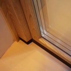 Detalle de modelo EnergyTek en madera: Ventanas de estilo  de CARPINTEK GROUP