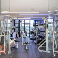 ULTRA MODERN RESIDENCE:  Gym by FRANCOIS MARAIS ARCHITECTS,