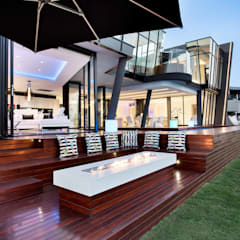 ULTRA MODERN RESIDENCE:  Patios by FRANCOIS MARAIS ARCHITECTS