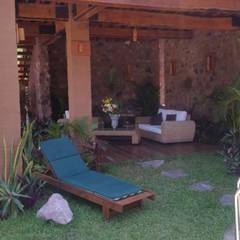 VISTA ESTANCIA PLANTA BAJA: Salas de estilo rústico por Cervantesbueno arquitectos