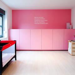 Project 04 - Totaalrenovatie van een ééngezinswoning in Antwerpen Noord: moderne Kinderkamer door ICONcept