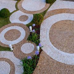 Casa Villa Lobos: Jardins modernos por Arquiteto Aquiles Nícolas Kílaris