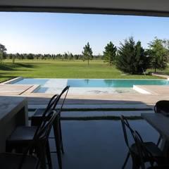 Pool by MARIA NIGRO ARQUITECTA