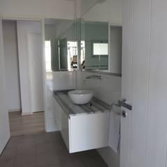 Casa LR4546: Baños de estilo  por MARIA NIGRO ARQUITECTA