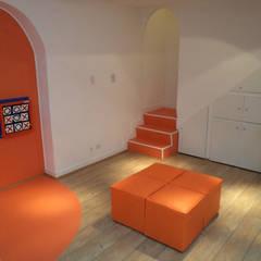 Local comercial destinado a publico infantil: Oficinas y Tiendas de estilo  por Sml Design