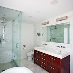 Beach Loft:  Bathroom by Collage Designs, Modern Marble