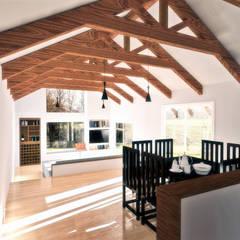 Diseño de Casa 3N en Valdivia por NidoSur Arquitectos: Comedores de estilo  por NidoSur Arquitectos - Valdivia