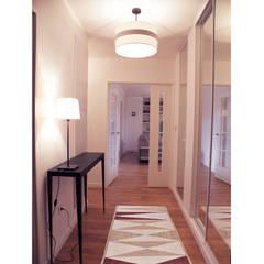 Couloir et hall d'entrée de style  par homify