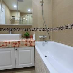 彩色繽紛居:  浴室 by 微自然室內裝修設計有限公司