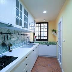 Nhà bếp by 微自然室內裝修設計有限公司