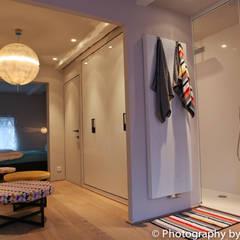 Stadswoning in hartje Antwerpen:  Badkamer door Lento Interiors