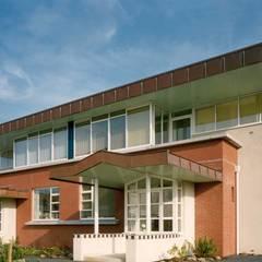 exterieur: eclectische Huizen door Voets Architectuur en Stedenbouw