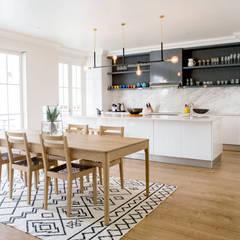 House Oranjezicht:  Dining room by ATTIK Design