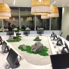 Paisajismo de interior en Orange Sevilla: Edificios de oficinas de estilo  de Landscapers