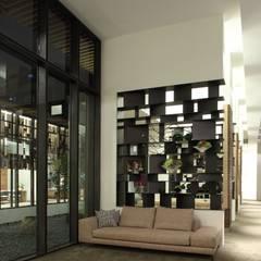 接待區:  展覽中心 by Arcadian Design 冶鑄設計