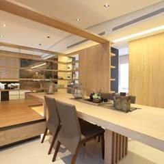 樣品屋餐廳:  展覽中心 by Arcadian Design 冶鑄設計