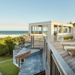 Exterior Deck:  Multi-Family house by JSD Interiors