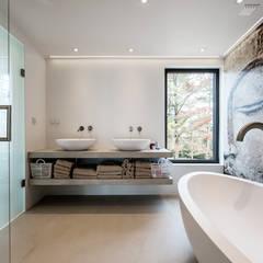 CASA CAPRICORNIUS Casas de banho modernas por studioarte Moderno