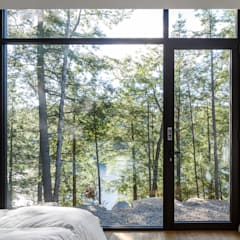 Lac St. Sixte Summer Residence:  Bedroom by Flynn Architect