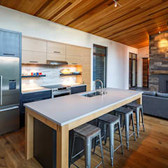 Lac St. Sixte Summer Residence:  Kitchen by Flynn Architect