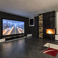 Taverna Home Theatre: Sala multimediale in stile  di Elia Falaschi Photographer