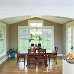 Shaker Heights:  Dining room by New Leaf Home Design