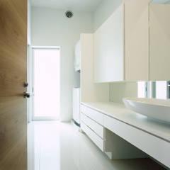 薩摩川内の住宅: アトリエ環 建築設計事務所が手掛けた浴室です。