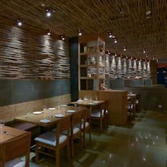 Bars & clubs by Studio K-7 Designs Pvt. Ltd