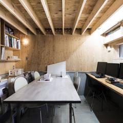 アトリエ-1: 一級建築士事務所 Atelier Casaが手掛けた書斎です。