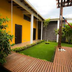 Casa de la Musica: Pasillos y vestíbulos de estilo  por Arquitectura Positiva , Tropical