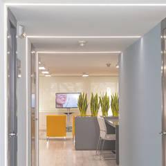 Clínica Dental Escolano en Gandía: Clínicas de estilo  de Ideas Interiorismo Exclusivo, SLU